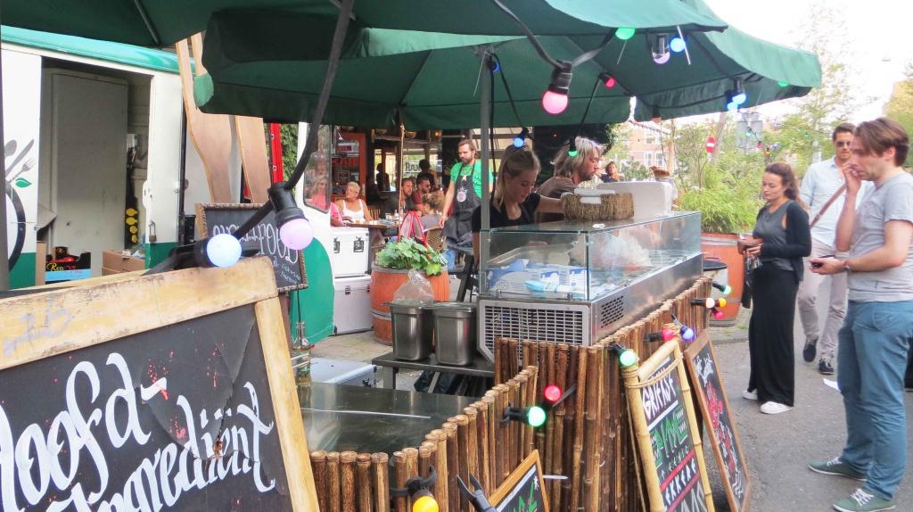 A food vendor at Kanen Bij.