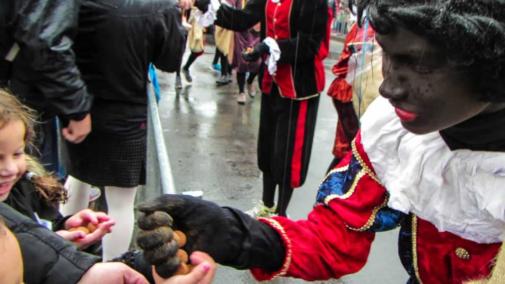 kruidnoten is handed out at the Sinterklass parade