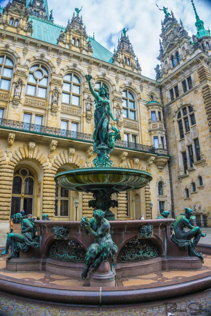 The fountain behind Hamburg Town Hall.